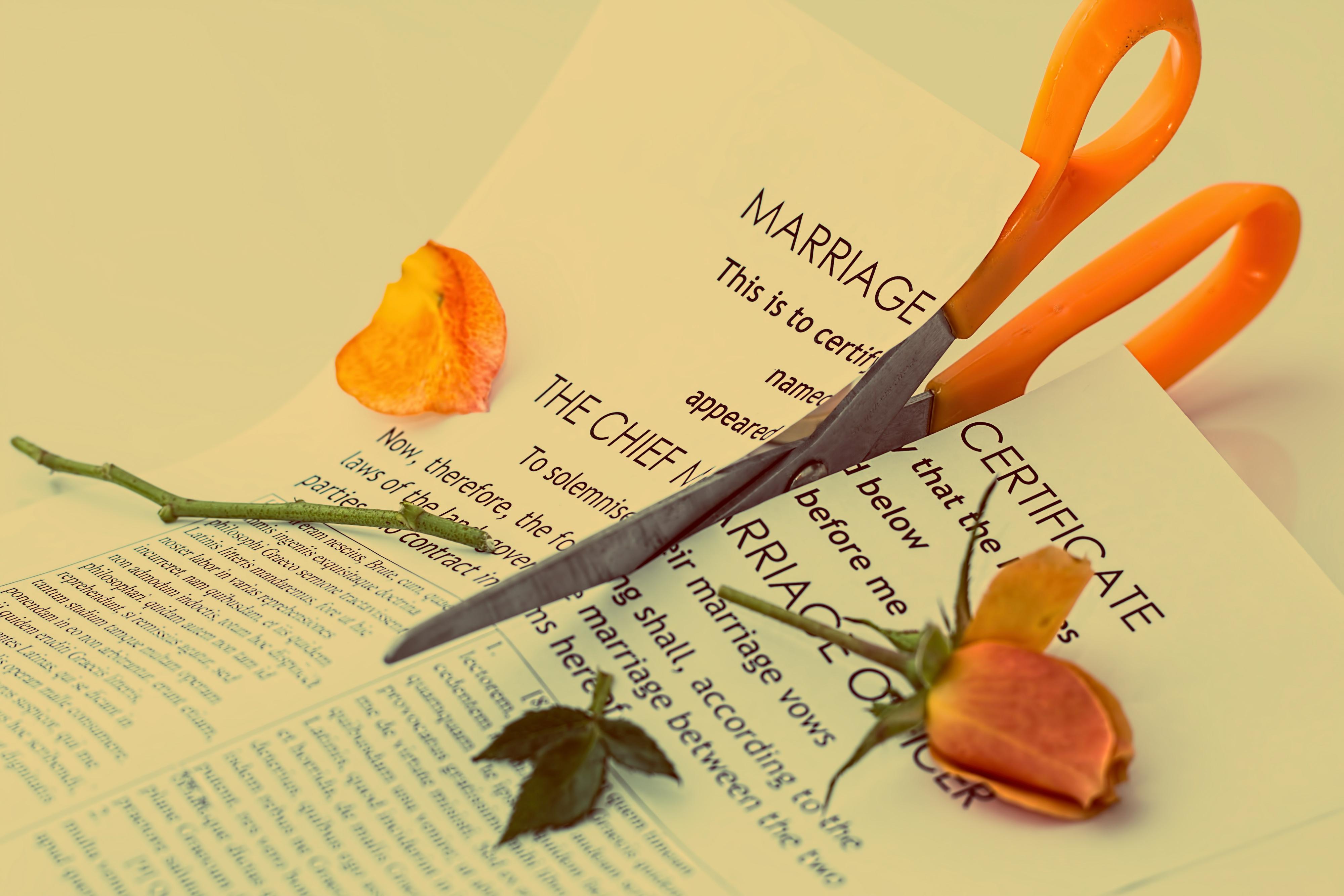 Расторжение брака: жили они недолго и несчастливо