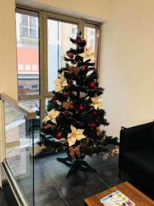 А в нашому офісі вже новорічний настрій
