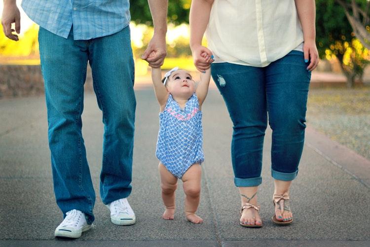 Как зарегистрировать ребенка, если законный отец – не биологический отец?